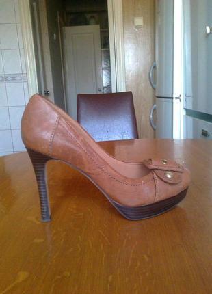 Туфли кожаные светло-коричневого цвета 38 разм.