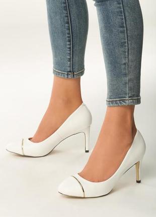 Новые женские белые туфли