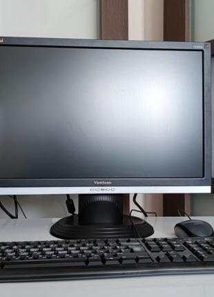 Полный толковый комплект ПК: системный блок + монитор + клавиатур
