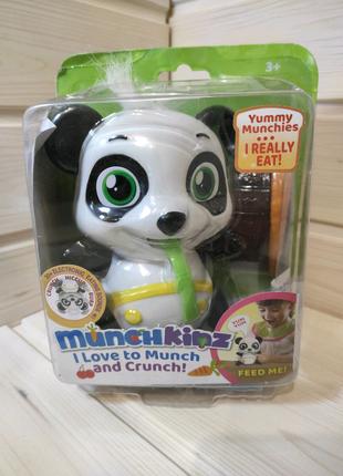 Интерактивная игрушка munchkinz панда.
