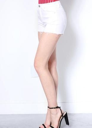 Бесплатная доставка!  белые джинсовые шорты с необработаным ни...