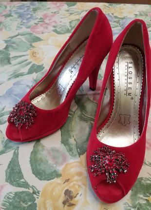 Продам любимые замшевые туфли