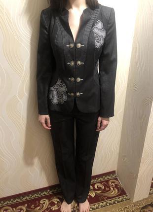 Брючний костюм