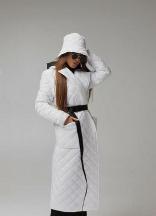 Белое стеганое пальто