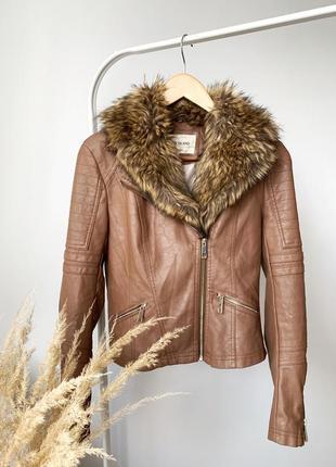 Коричневая куртка косуха с мехом