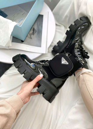 Хит модель ботинки демисезон женские лак Prada leather boots