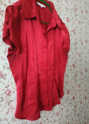 Алая блуза