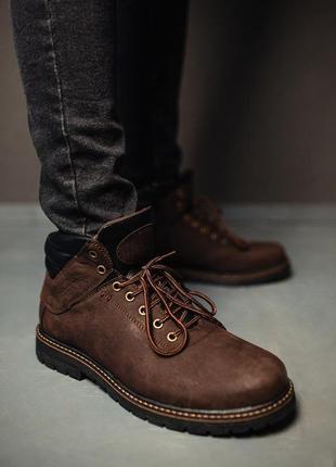Зимние мужские темно - коричневые ботинки.
