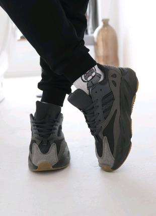 Adidas Yeezy Boost 700 наложка