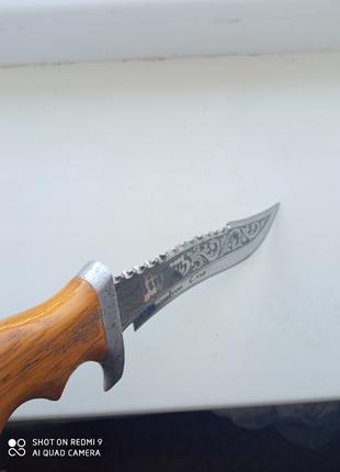 Нож из дамаской стали