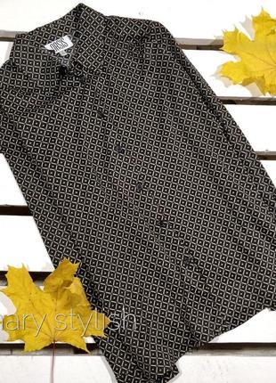 Красивая блузка черная в принт