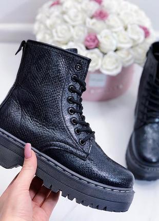 Массивные ботинки на высокой подошве,высокие ботинки на шнуров...