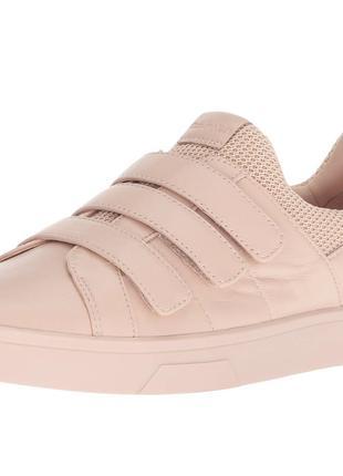 Calvin Klein Women's Irah Sneaker