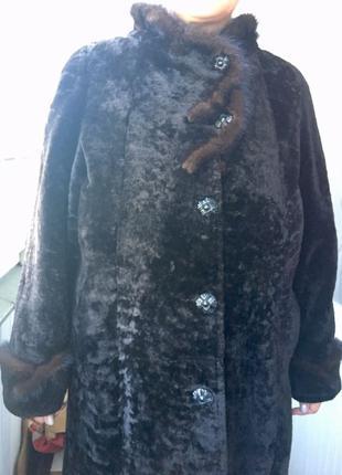 Продам женскую шубу из мутона