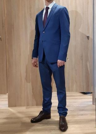 Продаю презентабельный, деловой, классический костюм ZARA BLUE