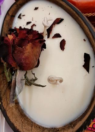 Массажная свеча в кокосе