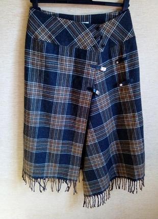 Трендовая шерстяная юбка в шотландскую клетку на запах с кисто...