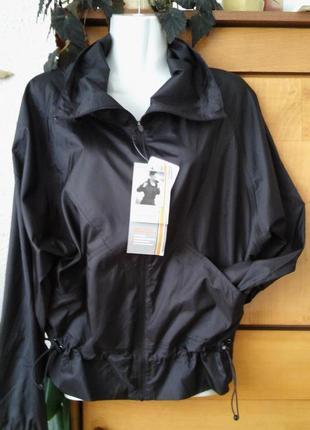 Must have. легкая женская куртка известного бренда спортивной оде