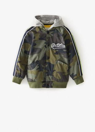 Деми куртка бомпер для мальчика от zara военного цвета