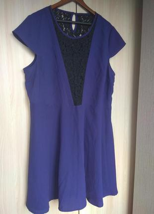 Фиолетовое платье с кружевной вставкой