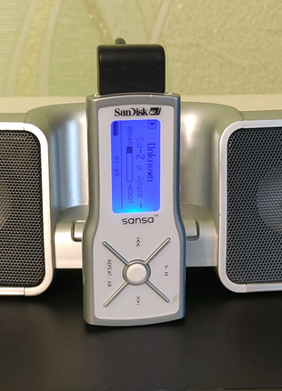Музыкальная станция SanDisk CDAMX-SPD + MP3 SanDisk Sansa M240