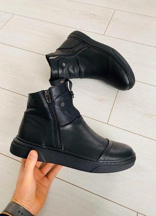 Демисезонные черные кожаные ботинки на байке