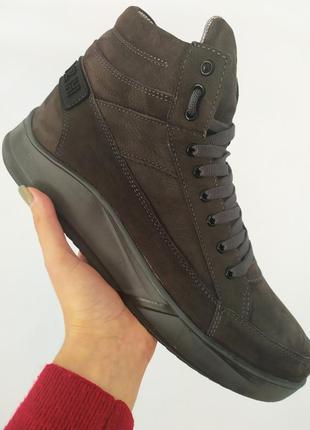Зимние ботинки из нубука, серые