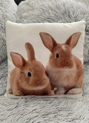 Детская декоративная подушка с кроликами 30*30