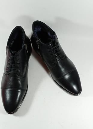 Классические кожаные ботинки с железной вставкой на носке. фир...