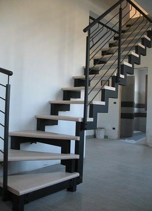 Лестницы на второй этаж.