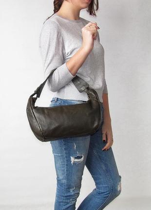 Аккуратная стильная сумка calamita, италия, натуральная кожа