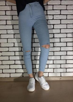 Голубые джинсы в полоску house