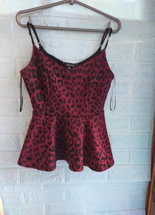 Леопардовая блузка бордо с баской