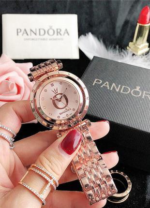 Часы женские золотые, на браслете