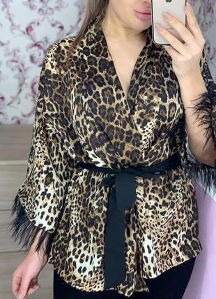 Леопардовая шёлковая блузка с перьями