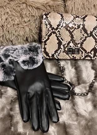 Черные перчатки с мехом