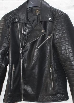 Чёрная мужская куртка косуха