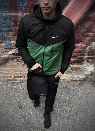 Windrunner Jacket Ветровка мужская черно-зеленая