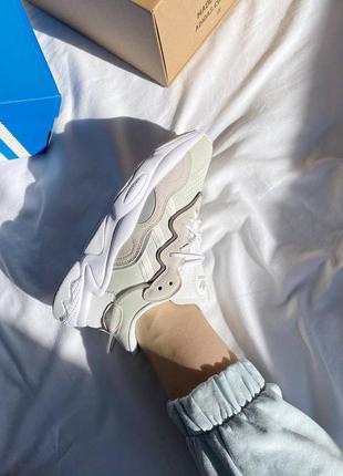 Женские кожаные кроссовки adidas ozweego white grey белого цвета