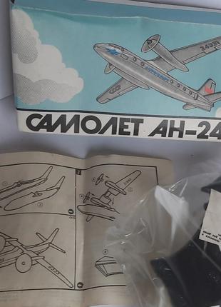 Модель самолета АН-24 сборная. Новая. МЗИ Кругозор.