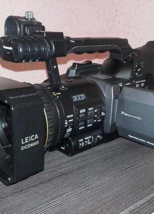 Професійна цифрова відеокамера,
