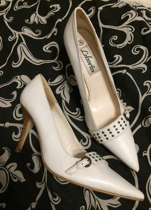 Liberta кожаные белые туфли