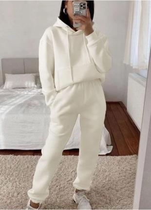 Женский утепленный костюм спортивный молочного цвета