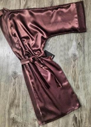 Женский серо-розовый халат из атласа