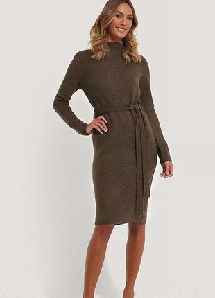 Телпое платье свитер с поясом миди длины