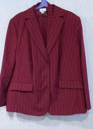 Костюм тройка ( пиджак, жилет ,брюки)