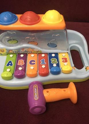 Ксилофон с молотком и шариками
