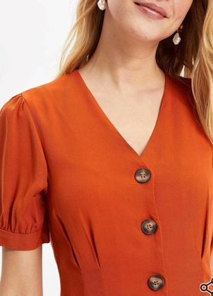 Летнее платье красивого карамельного цвета
