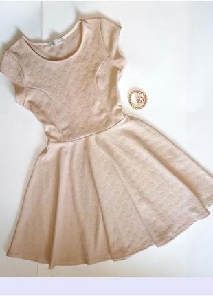 Платье трикотажное, пудрового цвета с буклированным узором cam...