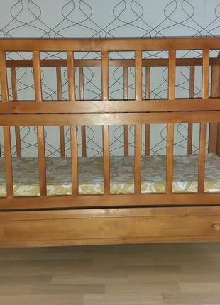Детская кроватка с ящиком для хранения + 2 матраса и 2 подушки с